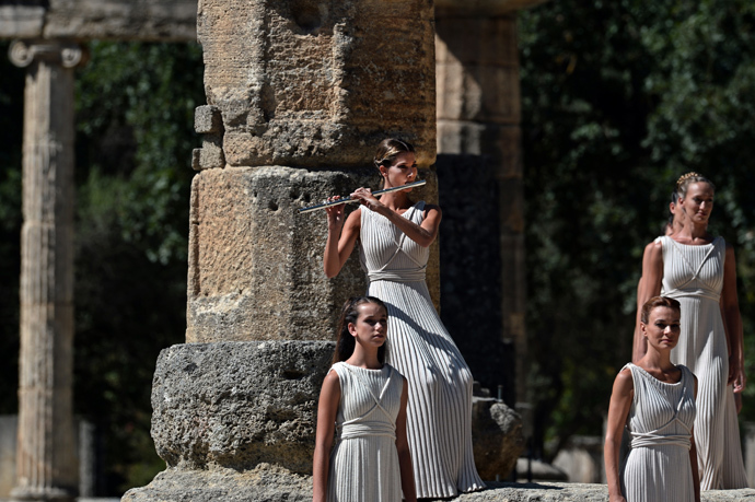 Greek actresses perform at the Temple of Hera on September 29, 2013 during the lighting ceremony of the Olympic flame in ancient Olympia (AFP Photo / Aris Messinis)