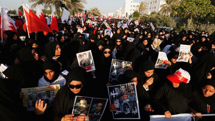 Anti-government protesters holding anti-government banners participate in a rally called by Bahrain's main opposition Al Wefaq in Budaiya, west of Manama, September 27, 2013.(Reuters / Hamad I Mohammed)
