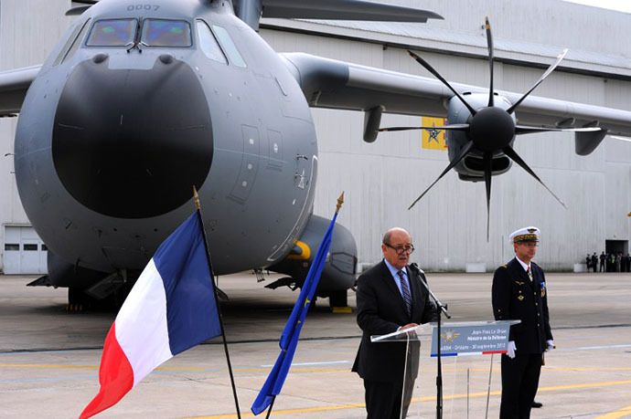 French Defence minister Jean-Yves Le Drian delivers a speech during the presentation of the new Airbus A400M military transport plane on September 30, 2013 at the French BA 123 air base in Saint-Jean-de-la-Ruelle, near Orleans, central France. (AFP Photo / Alain Jocard)
