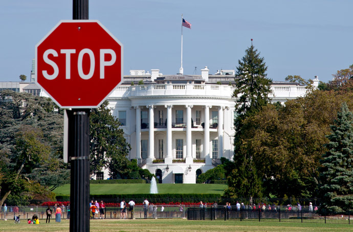 The White House is seen behind a stop sign in Washington, DC, on October 1, 2013. (AFP Photo/Karen Bleier)