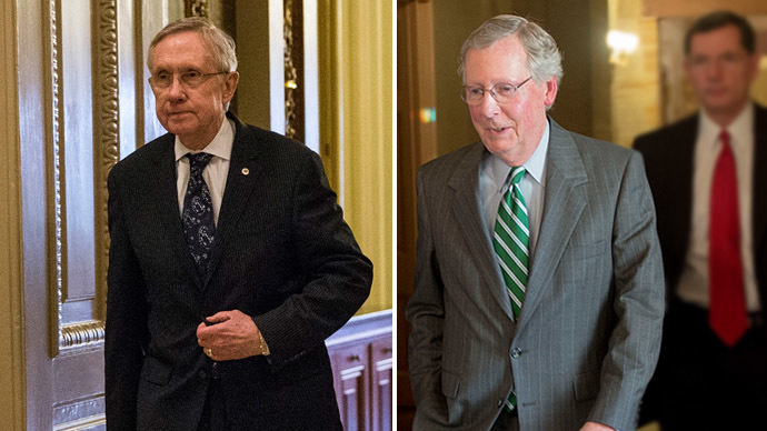Senate Majority Leader Harry Reid (L) (D-NV) and US Senate Minority Leader Mitch McConnell (R), R-Kentucky on Capitol Hill in Washington, DC, October 14, 2013. (AFP Photo)