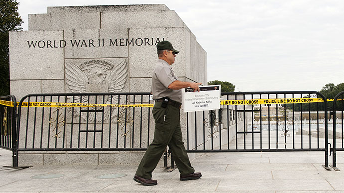 US Park Ranger Richard Trott places a closed sign on a barricade in front of the World War II Memorial monument in Washington, DC, October 1, 2013. (AFP Photo / Jim Watson)