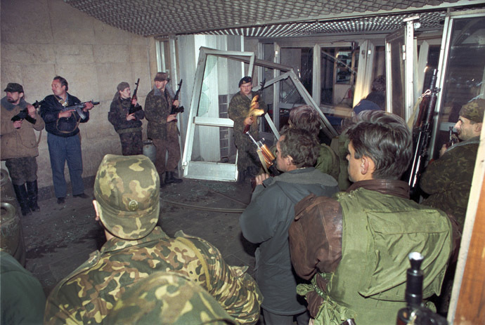 A file picture taken on October 3, 1993, shows armed anti-Yeltsin activists trying to storm Ostankino television centre during the parliamentary revolt in Moscow. Russia marks the 20th anniversary of the bloody showdown in October 1993 between president Boris Yeltsin and parliament which ended in a tank assault on the rebels. (AFP Photo)