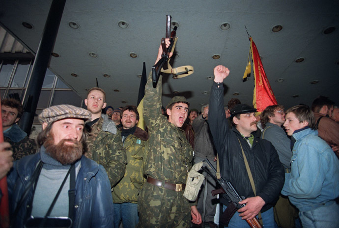 A file picture taken on October 3, 1993, shows armed anti-Yeltsin activists celebrating before their attempt to storm Ostankino television centre during the parliamentary revolt in Moscow. (AFP Photo)