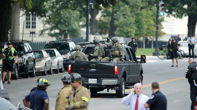Federal Bureau of Investigation (FBI) agents patrol the area after gunshots were fired outside the U.S. Capitol building in Washington, October 3, 2013.(Reuters / Gary Cameron)