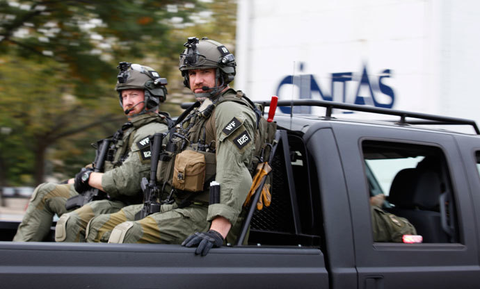 An armed unit makes it's way to the U.S. Capitol following a shooting in Washington October 3, 2013. (Reuters / Yuri Gripas)