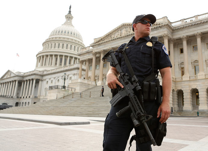 A U.S. Capitol Police officer stands guard following a shooting near the U.S. Capitol in Washington, October 3, 2013.(Reuters / Kevin Lamarque)