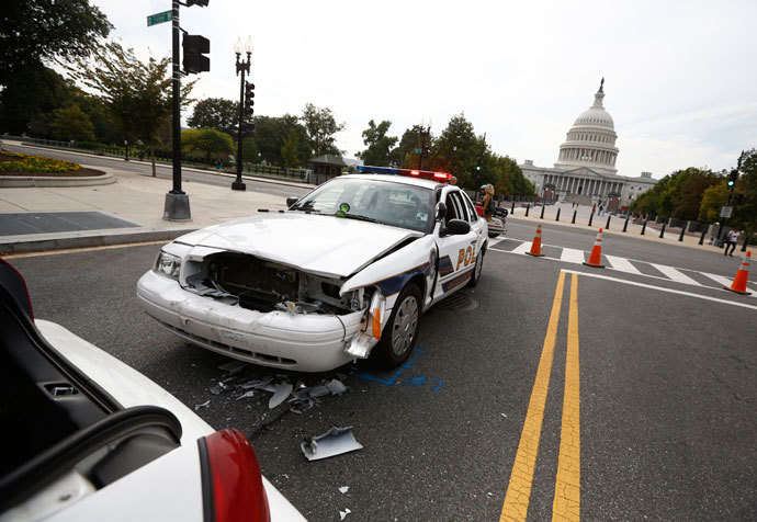 Two U.S. Capitol Police cars sit damaged after colliding during a shooting in Washington, October 3, 2013.(Reuters / Jason Reed)