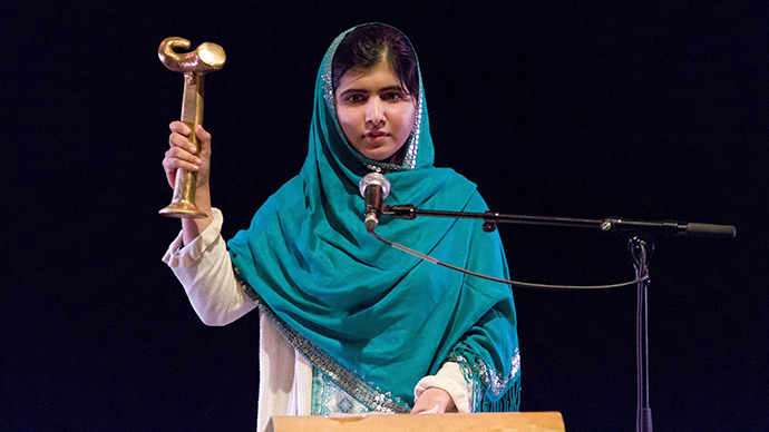 Malala Yousafzai gives a speech after receiving the RAW in WAR Anna Politkovskaya Award at the Southbank Centre in central London on October 4, 2013. (AFP Photo / Justin Tallis)