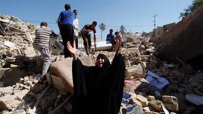 A woman reacts at the site of a suicide bomb attack on Shi'ite mosque in Mussayab, 60km (40 miles) south of the capital Baghdad, September 30, 2013.(Reuters / Alaa Al-Marjani)