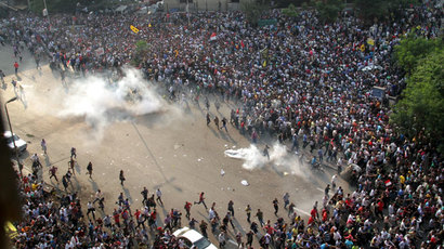 Egyptian police fire tear gas to disperse pro-Morsi student protesters (PHOTOS)