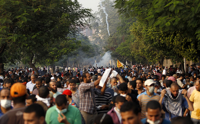 Members of the Muslim Brotherhood and supporters of ousted Egyptian President Mohamed Mursi run after riot police released tear gas along a road at Kornish El Nile, which leads to Tahrir Square, during clashes at a celebration marking Egypt's 1973 war with Israel in Cairo October 6, 2013. (Reuters / Amr Dalsh)