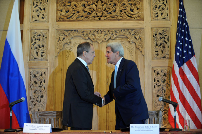 US Secretary of State John Kerry (R) shakes hands with Russian Foreign Minister Sergei Lavrov during their press conference on the sidelines of the Asia-Pacific Economic Cooperation (APEC) Summit in Nusa Dua on Indonesia's resort island of Bali on October 7, 2013. (AFP Photo)