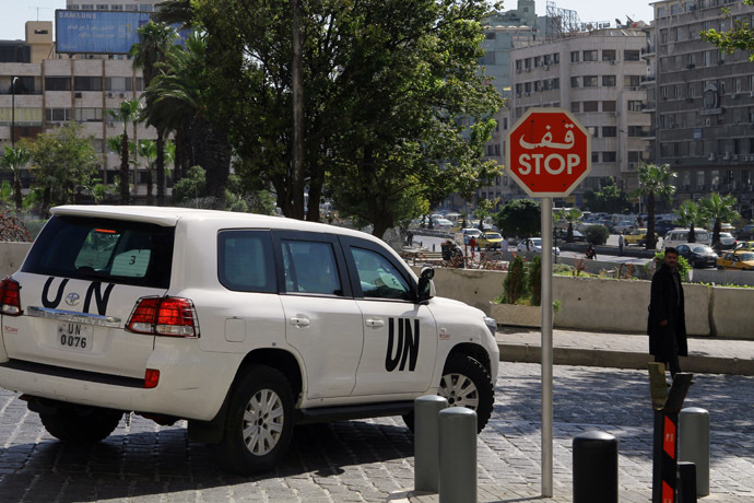 A United Nations vehicle carrying inspectors from the Organisation for the Prohibition of Chemical Weapons (OPCW) leaves a hotel in Damascus on October 7, 2013, as they continue their work to verify details of Syria's chemical arsenal and oversee their destruction. (AFP Photo/Louai Beshara)