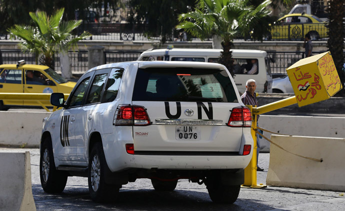 A United Nations vehicle carrying inspectors from the Organisation for the Prohibition of Chemical Weapons (OPCW) leaves a hotel in Damascus on October 7, 2013, as they continue their work to verify details of Syria's chemical arsenal and oversee their destruction. (AFP Photo)