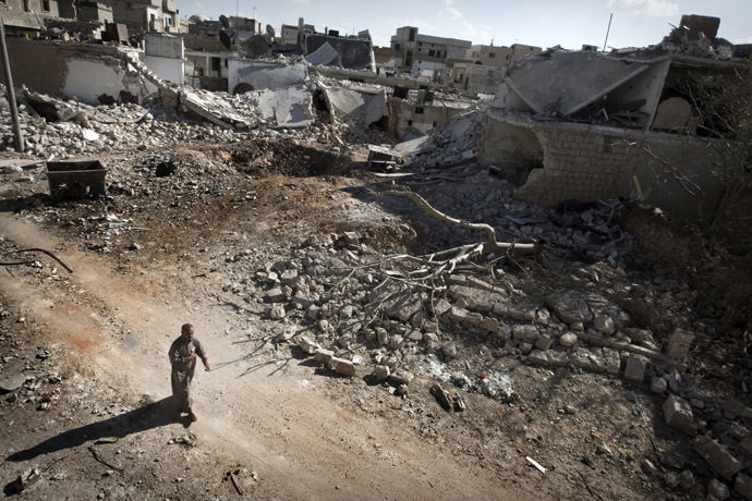 A man walks through a destroyed residential area of the Syrian city of Saraqib, southwest of Aleppo, on September 9, 2013 (AFP Photo)