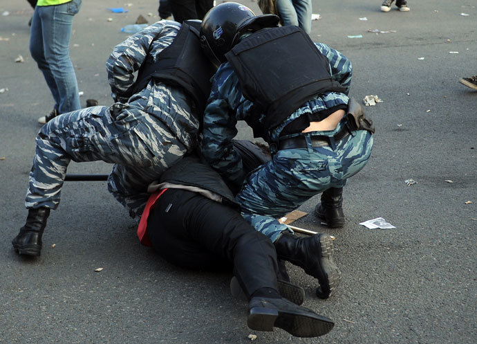 Police detain participants of the March of Millions protest rally on Moscow's Bolotnaya Square.(RIA Novosti / Vladimir Astapkovich)