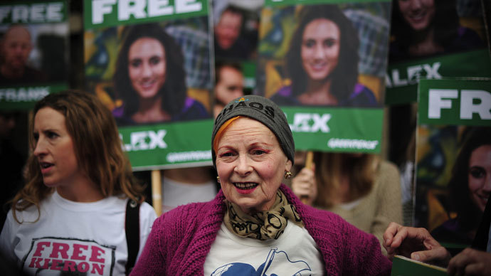 British fashion designer Vivienne Westwood takes part in a protest against the detainment of Greenpeace activists by Russia outside the Russian embassy in central London on October 5, 2013.(AFP Photo / Carl Court)