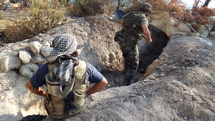 Free Syrian Army fighters dig trenches at the Jabal al-Akrad area in Syria's northwestern Latakia province, September 4, 2013 (Reuters / Khattab Abdulaa)