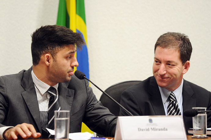 The Guardian's Brazil-based reporter Glenn Greenwald (R) and his partner David Miranda in Brasilia on October 9, 2013 (AFP Photo / Evaristo Sa)