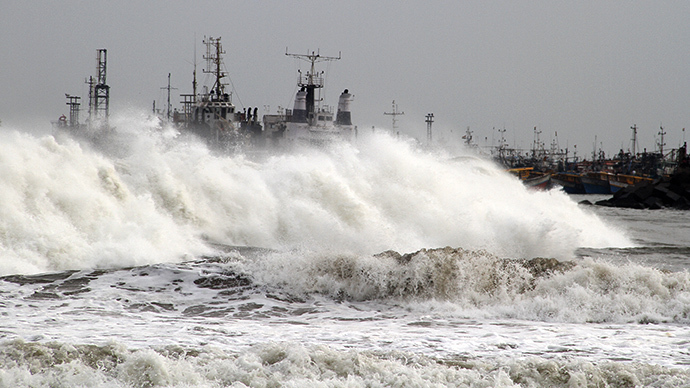 A big wave smashes into a breakwater at a fishing harbour in Jalaripeta in the Visakhapatnam district in the southern Indian state of Andhra Pradesh October 11, 2013. (Reuters)