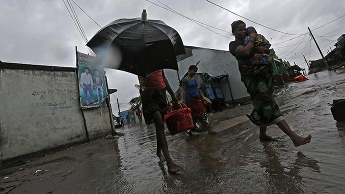 'Red alert': Monster cyclone hits Indian coast, sends 550,000 fleeing