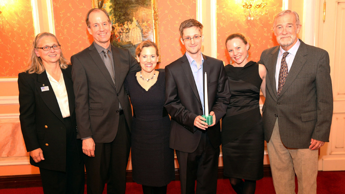 Edward Snowden (3rd R) alongside UK WikiLeaks journalist Sarah Harrison (2nd R) and the US whistleblowers (L to R) Coleen Rowley (FBI), Thomas Drake (NSA), Jesselyn Raddack (DoJ) and Ray McGovern (CIA). (Photo by Sunshinepress/Getty Images)