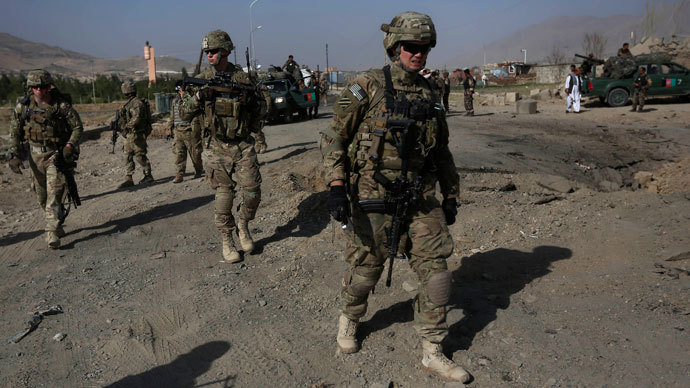 U.S. troops, part of the NATO-led International Security Assistance Force (ISAF), arrive at the site of a suicide attack in Maidan Shar, the capital of Wardak province, September 8, 2013.(Reuters / Omar Sobhani)