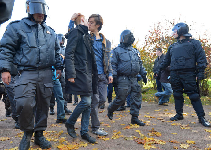 Riot police and LGBT activists at a protest against homophobia in St. Petersburg.(RIA Novosti / Alexei Danichev)