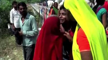 India cyclone Phailin leaves trail of devastation, 23 dead (VIDEO)