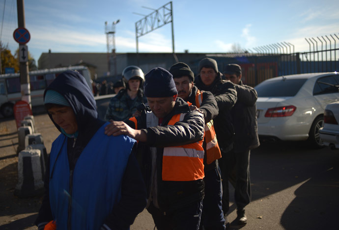 Migrants detained during a raid at a vegetable warehouse in Zapadnoye Biryulyovo. (RIA Novosti/Grigoriy Sisoev)