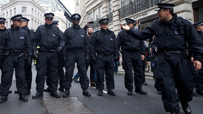 Police arrest four suspected terrorists in armed raids across London