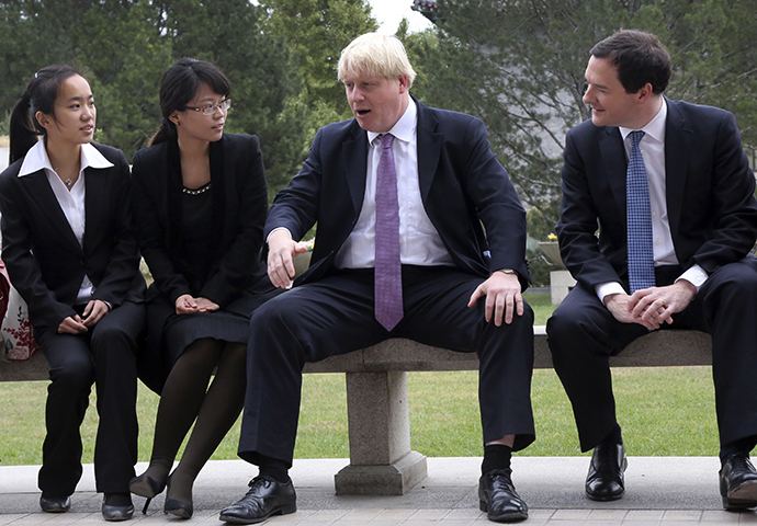 Britain's Chancellor of the Exchequer, George Osborne (R), and Mayor of London Boris Johnson (C) talk to students at campus during a their visit to Peking University in Beijing, October 14, 2013. (Reuters / China Daily)