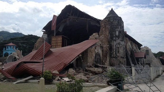 Damage to the roof and structure of the Church of San Pedro in the town Loboc, Bohol is seen after a major 7.2 magnitude earthquake struck the region on October 15, 2013. (AFP Photo / Robert Michael Poole)