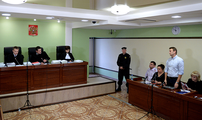 Russian protest leader Aleksey Navalny (2nd R) attends the hearing of his case in a court in the provincial northern city of Kirov, on October 16, 2013. (RIA Novosti / Maksim Bogodvid)