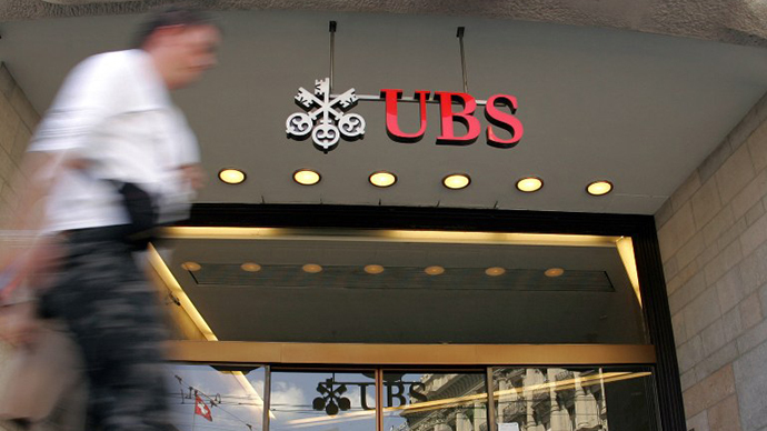 A man walks in front of the entrance of the UBS headquarters in Zurich. (AFP Photo / Fabrice Coffrini)