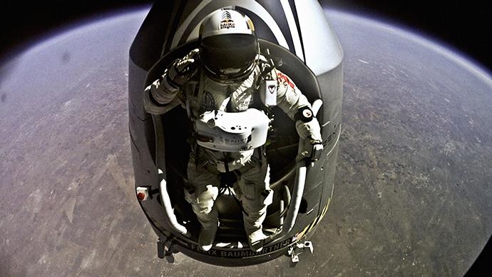 Stunning footage shows Felix Baumgartner's space jump first hand (VIDEO)