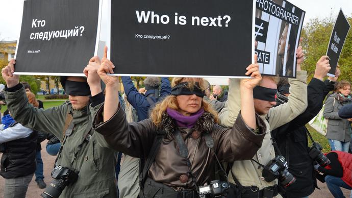Nobel Peace laureates urge Putin to free Greenpeace protesters