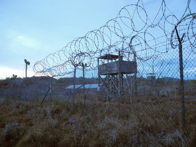 An abandoned camp and tower at the US Naval Base in Guantanamo Bay, Cuba on August 8, 2013. (AFP Photo)
