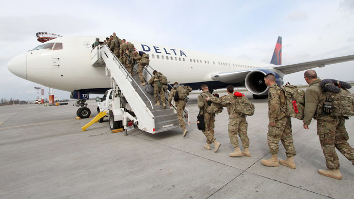 U.S. military medics, who came from the Afghan city of Kandahar, boarding a plane before flying to Colorado in the Transit Center at the Manas U.S. Air Force base. (RIA Novosti/Vladimir Pirogov)
