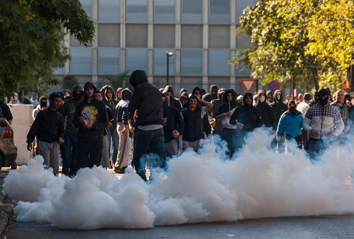 Opponents of same-sex rights run from teargas, launched by the local police, in Podgorica October 20, 2013 (Reuters / Stevo Vasiljevic)