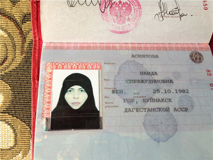 Naida Asiyalova's passport scan (image from http://hackinferno.livejournal.com)