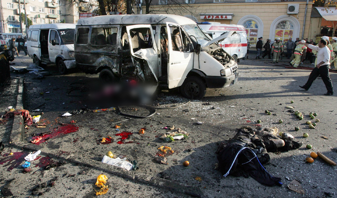 Bodies lie near a destroyed minibus in Vladikavkaz, in the North Ossetia region of the restive Russian Caucasus, on November 6, 2008 (AFP Photo / Kazbek Basaev)