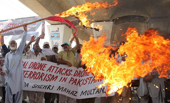 Pakistani protesters from the United Citizen Action torch a US flag against US drone attacks in the Pakistani tribal areas during a protest in Multan on July 14, 2013. (AFP Photo / S.S. Mirza)