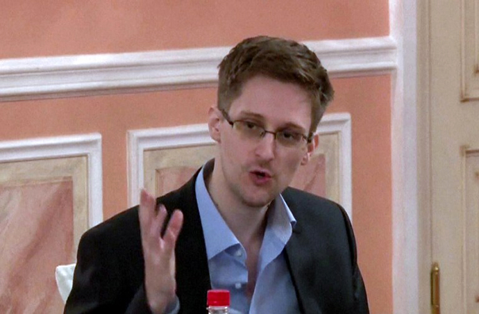 An image grab taken from a video released by Wikileaks on October 12, 2013 shows US intelligence leaker Edward Snowden speaking during a dinner with US ex-intelligence workers and activists in Moscow on October 9, 2013. (AFP Photo)