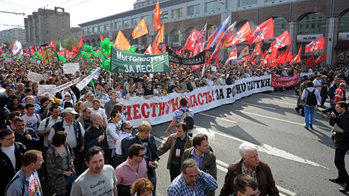 Participants of the March of Millions protest rally during the procession held along Bolshaya Yakimanka Street to Bolotnaya Square on May 5, 2012. (RIA Novosti / Iliya Pitalev)