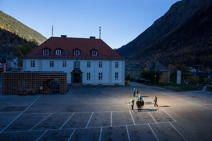 People gather in front of the town hall, in sunlight which is reflected by giant mirrors (L, not pictured) erected on the mountainside, in the Norwegian industrial town of Rjukan (Reuters / Tore Meek / NTB Scanpix)