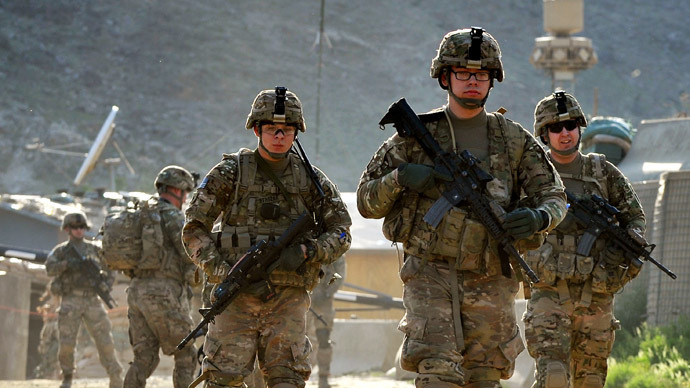 US army soldiers march from the Forward Base Honaker Miracle at Watahpur District in Kunar province during a joint patrol led by the Afghan National Army to Operating Post Rocky to conduct artillery fire training with 6/1 Kandak, on April 18, 2013. (AFP Photo)