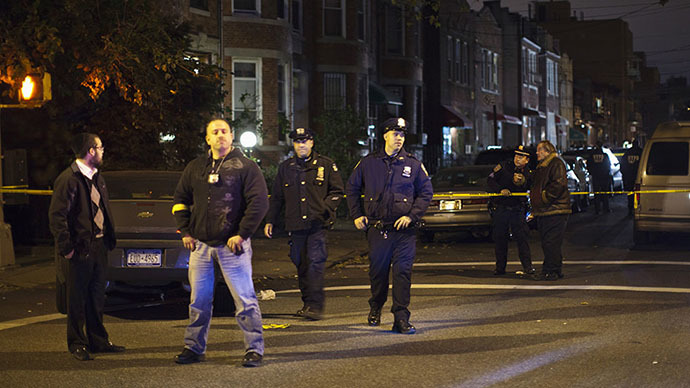 New York Police Department (NYPD) officers stand guard near the scene of a stabbing incident at a Brooklyn residence, in New York October 27, 2013. (Reuters / Eduardo Munoz)