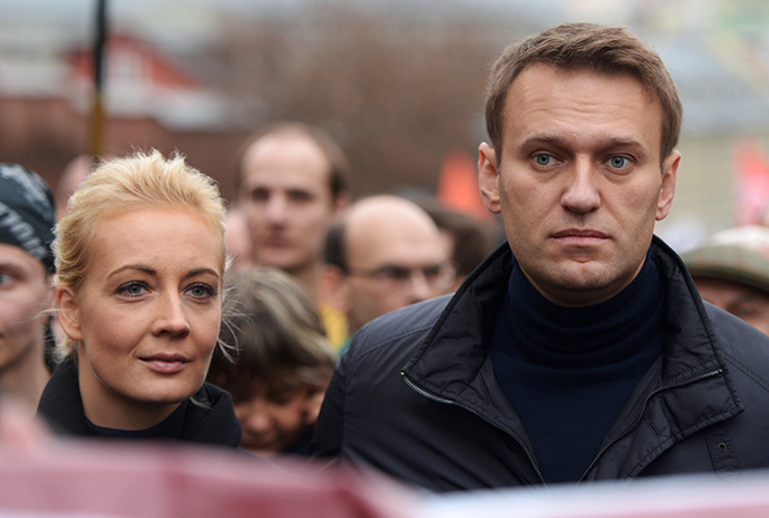 Russian protest leader Aleksey Navalny and his wife Yulia attend an opposition rally in central Moscow on October 27, 2013. (RIA Novosti / Evgeny Biyatov)